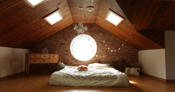 Zimmer mit Dachschrägen